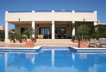 De aanleg van een zwembad bij uw spaanse woning onderweg for Contact eigen huis